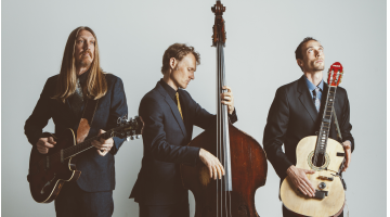 The Wood Brothers sing to strangers every night (Ep276)