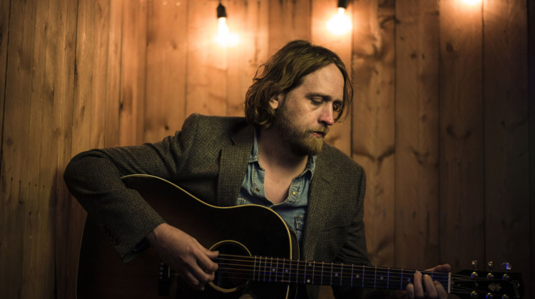 Hayes Carll sings the troubadour's life (Ep312)